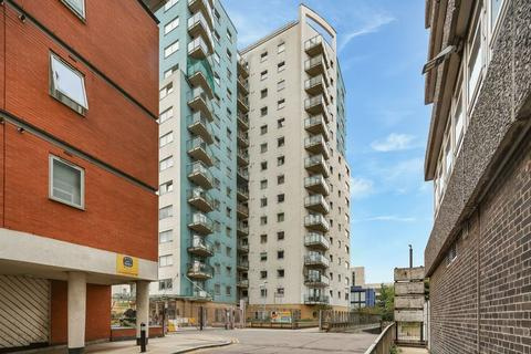 3 bedroom apartment for sale - Penthouse in Centreway Apartments, Ilford, IG1