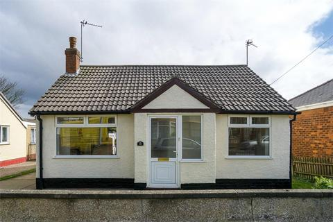 2 bedroom detached bungalow for sale - Lee Avenue, Withernsea