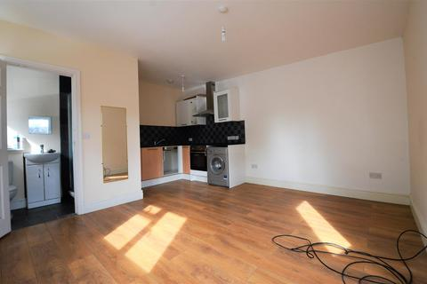 Studio to rent - Stoke Road, Aylesbury