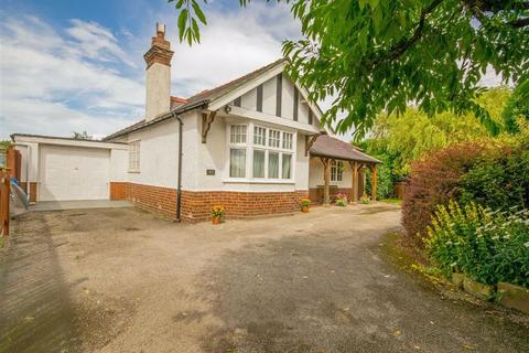 3 bedroom detached bungalow for sale - Mold Road, Mynydd Isa, Mold