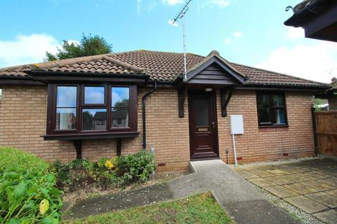 2 bedroom detached bungalow for sale - Hazeldon Close, Little Waltham, Chelmsford, Essex, CM3