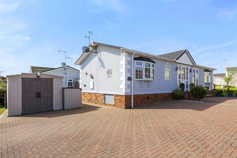 2 bedroom detached house for sale - Howards Way, Hayes Country Park, Battlesbridge, Wickford, SS11