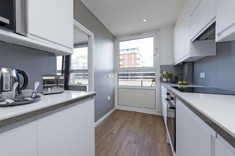 2 bedroom house to rent - Rosenau Road, SW11