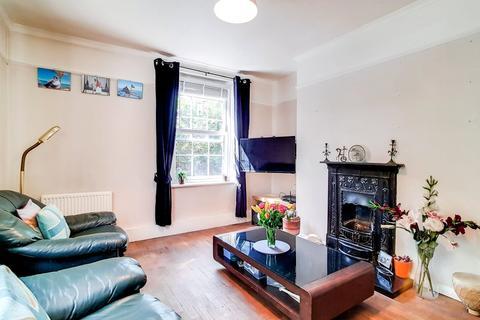 2 bedroom ground floor flat for sale - Devonshire Drive Greenwich London