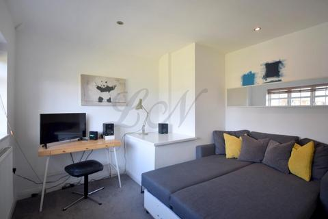 2 bedroom maisonette for sale - Hill Top, Hampstead Garden Suburb, NW11
