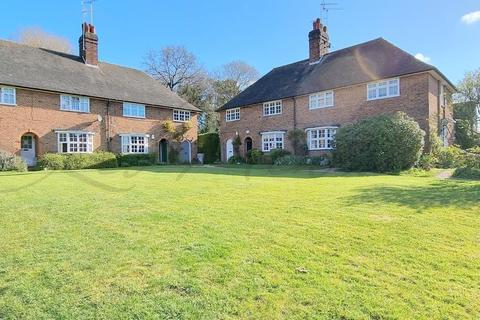 2 bedroom maisonette for sale - Hill Top, Hampstead Garden Suburb, NW11