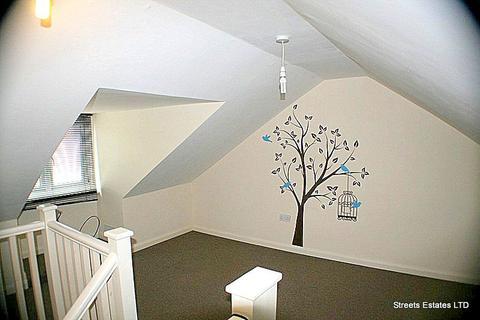 2 bedroom flat to rent - b Pier Road, Gillingham