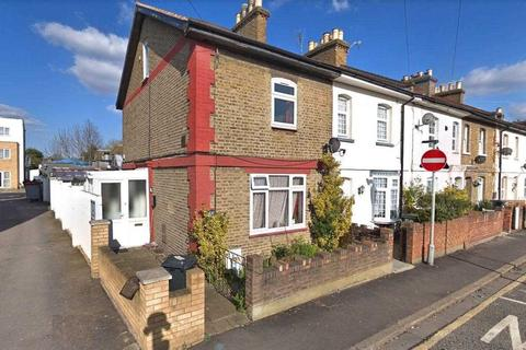 3 bedroom end of terrace house for sale - Station Rd, Hounslow