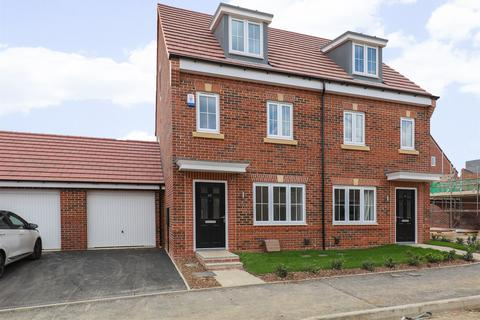 3 bedroom townhouse to rent - Colwick Way, Graves Fold, Sheffield