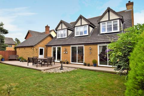 5 bedroom detached house for sale - Bluebell Road, Kingsnorth