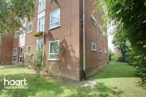 1 bedroom flat for sale - Sunnydene Close, Romford