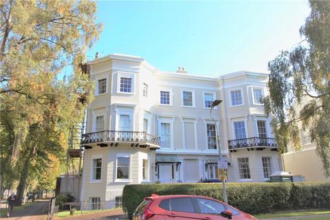 2 bedroom flat for sale - Pittville Lawn, Cheltenham, GL52