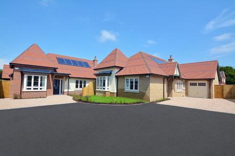3 bedroom detached bungalow for sale - Stirling Place, Gravel Hill