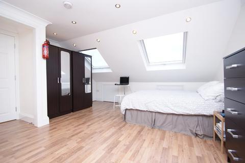 Detached house to rent - Sunningdale Avenue - Studio, Acton