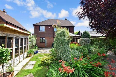 4 bedroom detached house for sale - Felderland Close, Worth, Deal, Kent