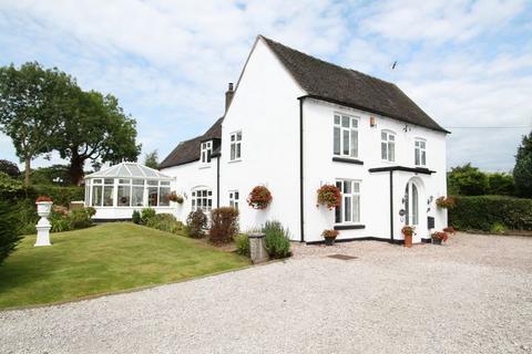 5 bedroom detached house for sale - Longton Road, Barlaston