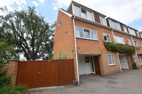 3 bedroom end of terrace house for sale - Castle Court, Aylesbury