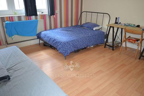 3 bedroom flat to rent - Arthur Deakin House, E1
