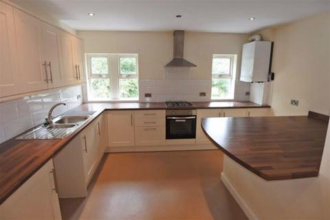 3 bedroom apartment to rent - Beverley Place, Boothtown, Halifax, HX3