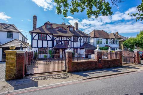 7 bedroom detached house for sale - Wood Lane, Osterley