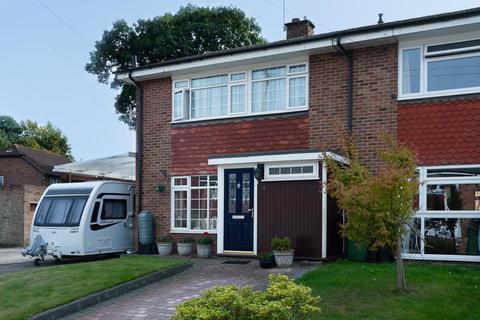 3 bedroom end of terrace house for sale - St. Giles Close, Farnborough Village