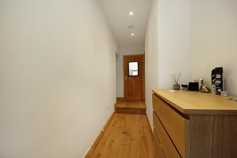 Studio to rent - Friary Road, W3