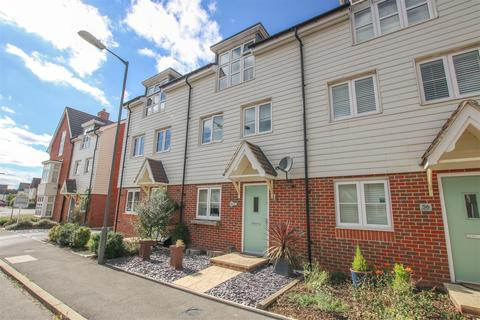 3 bedroom townhouse for sale - Avalon Street, Aylesbury