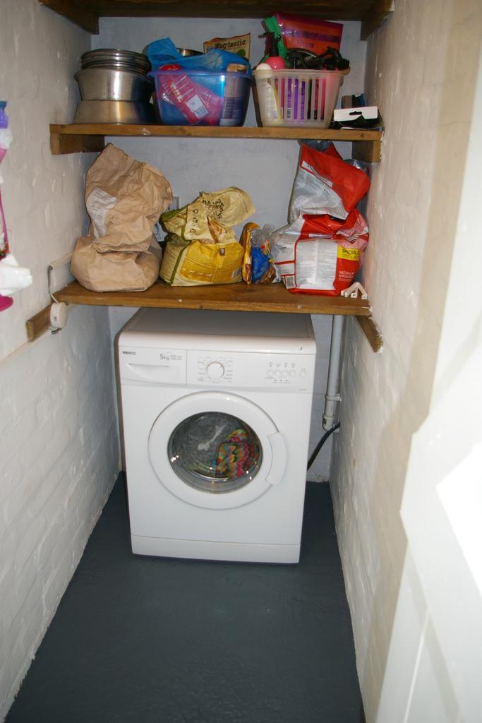 Outbuilding:  plumbed washing machine