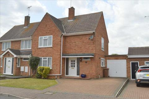 3 bedroom semi-detached house for sale - Ravensbourne Drive, Beechenlea, Chelmsford