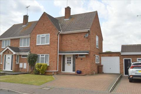 3 bedroom semi-detached house for sale - Ravensbourne Drive, Beechenlea, Chelmsford