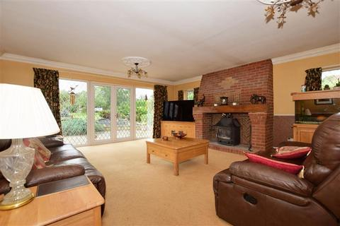 5 bedroom bungalow for sale - Weald Bridge Road, North Weald, Epping, Essex
