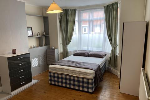 4 bedroom terraced house to rent - Lower Regent Street, Beeston, NG9 2DD