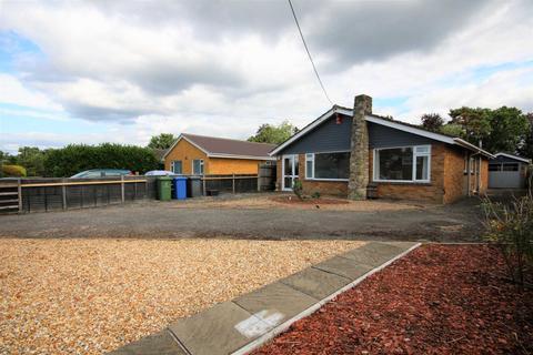 3 bedroom bungalow to rent - Cranford Avenue, Church Crookham