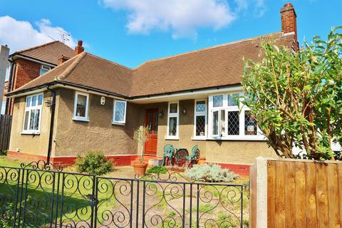 2 bedroom detached bungalow for sale - Manor Way, Bexleyheath, Kent, DA7 6JN