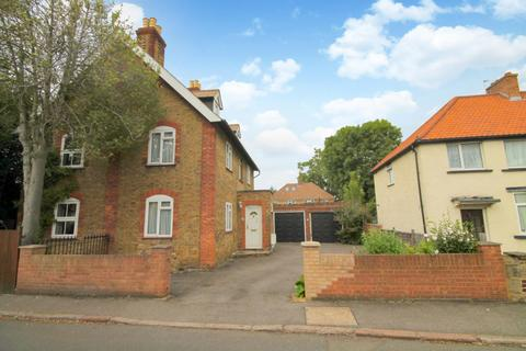 4 bedroom semi-detached house for sale - St Dunstan's Road, Feltham, TW13