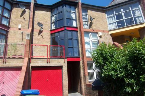 3 bedroom terraced house to rent - Holyoake Court, Bryan Road, SE16 5HJ