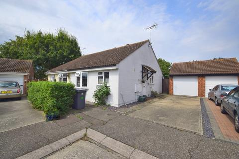 2 bedroom semi-detached bungalow for sale - Lakin Close, Chelmsford, CM2 6RU