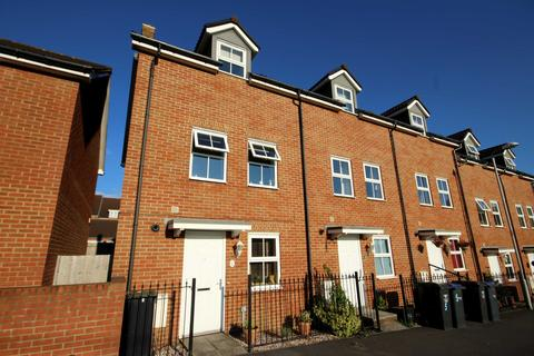 3 bedroom end of terrace house to rent - Cloatley Crescent, Royal Wootton Bassett, Wiltshire, SN4