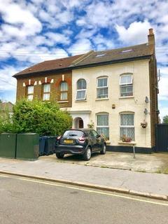 1 bedroom flat for sale - Clifford Road, South Norwood, London, SE25 5JS