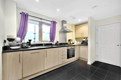 3 bedroom flat to rent - Pancras Way, London E3