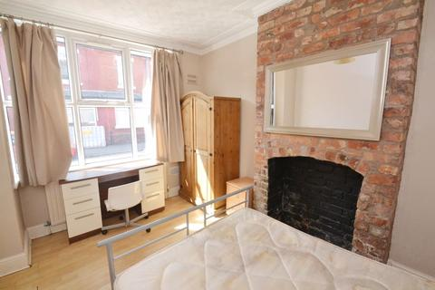 1 bedroom house share to rent - Rooms in House Share Available - Braemar Road