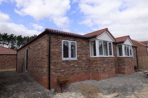 2 bedroom semi-detached bungalow for sale - Meadow Road, Driffield