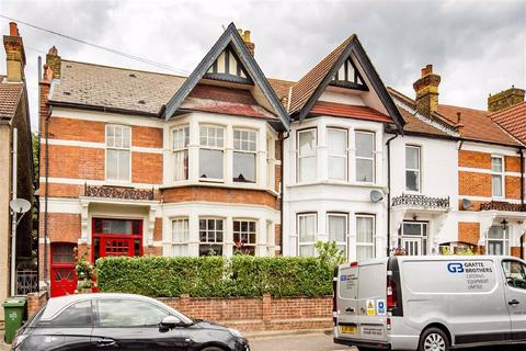 4 bedroom end of terrace house for sale - Lyndhurst Drive, Leyton, London