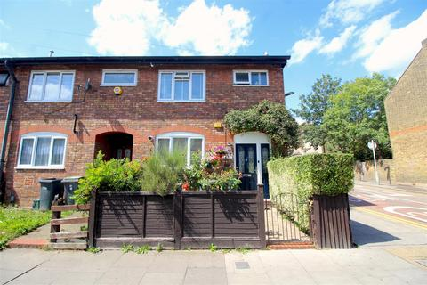 3 bedroom end of terrace house for sale - Moorefield Road, London