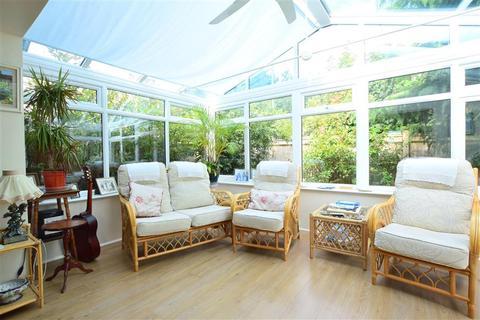 2 bedroom detached bungalow for sale - Monks Avenue, Lancing, West Sussex