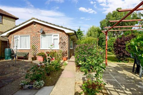 2 bedroom detached bungalow for sale - Monks Avenue, Lancing, West Sussex