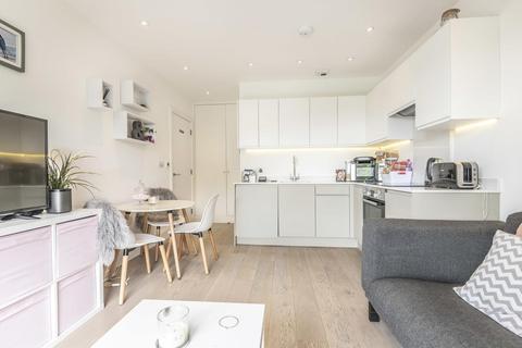 1 bedroom flat for sale - Stewarts Road, Battersea