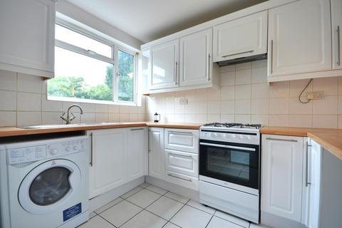 3 bedroom flat to rent - Victoria Road, Ruislip, HA4 0AB