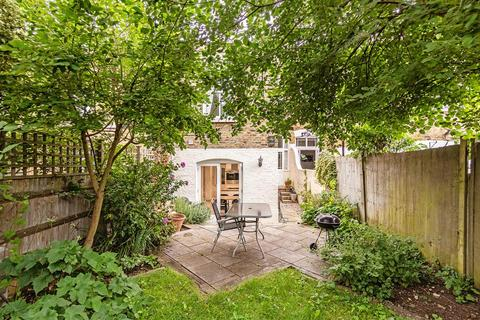 5 bedroom end of terrace house for sale - St. James's Drive, SW17