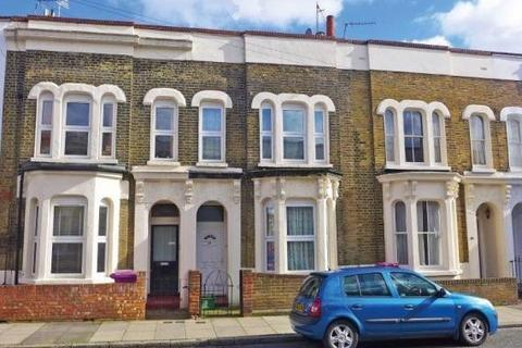 7 bedroom terraced house to rent - Lyal Road London E3
